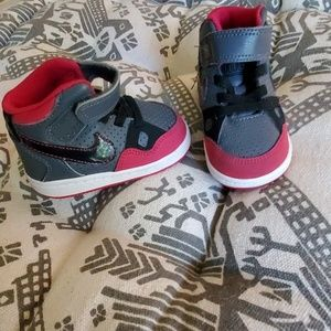 Kids sz 4 Nike High Tops